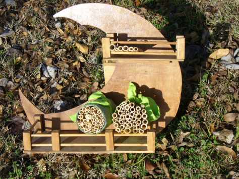 Using bamboo to create homes for native bees. (Courtesy of Paula Richards)